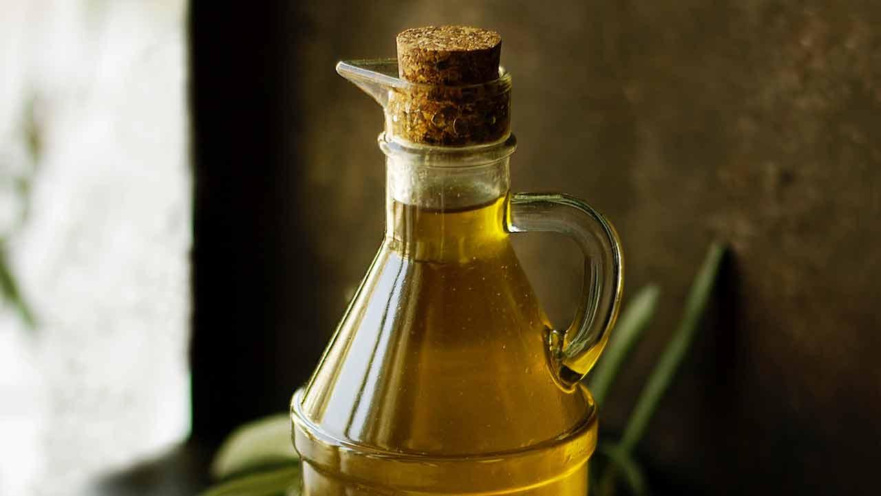 Aceitero con aceite de Oliva Virgen Extra AOVE